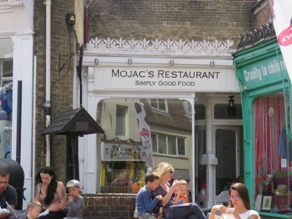 Mojacs Restaurant and Bar